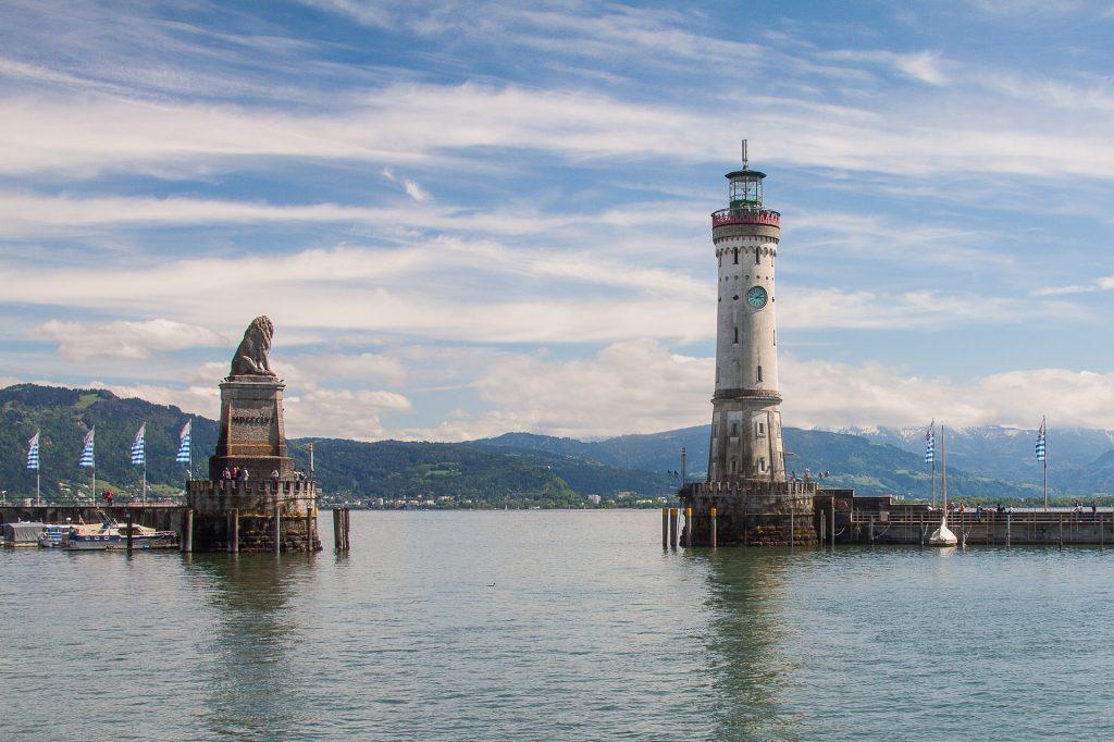 Hafeneinfahrt-von-Lindau-am-Bodensee